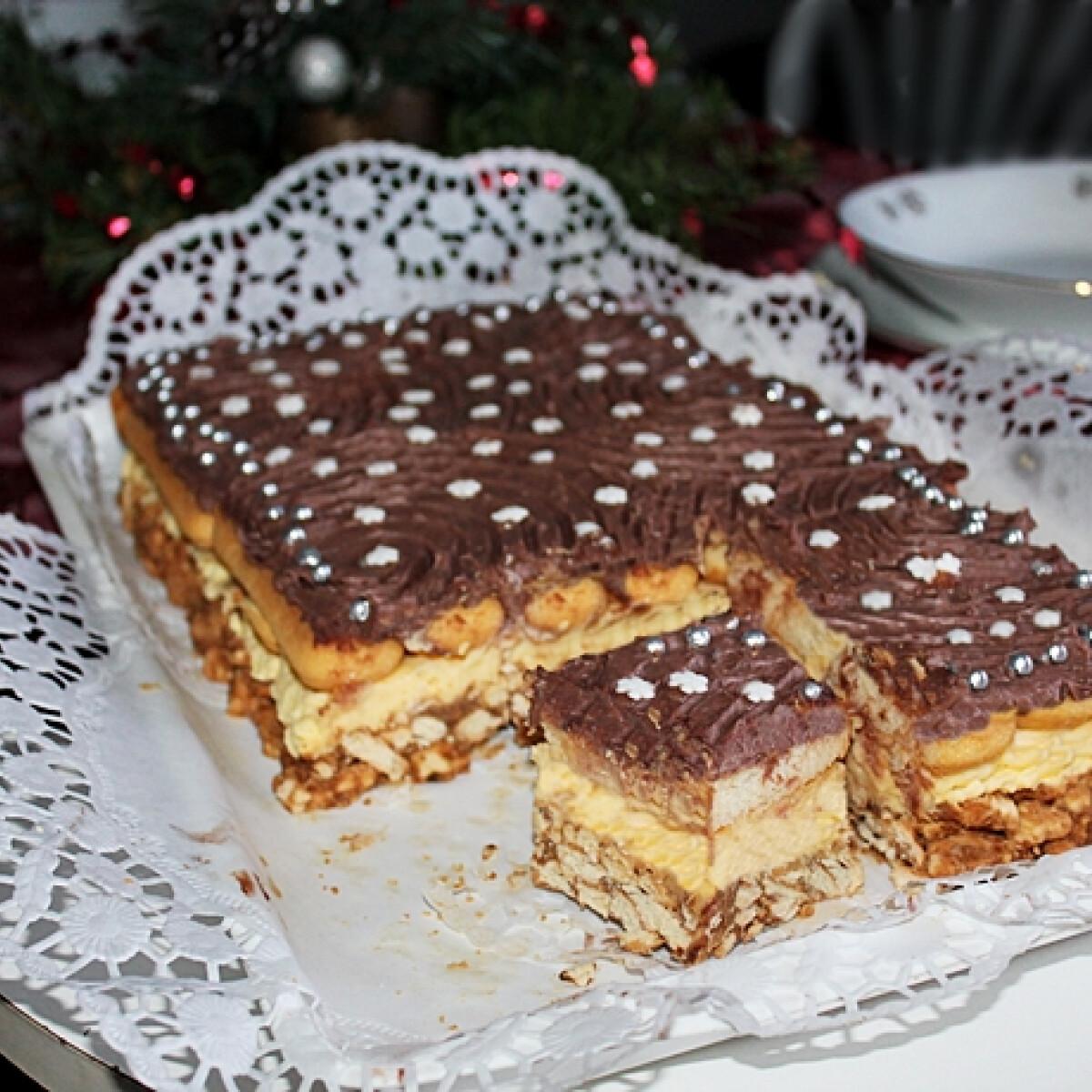 Ezen a képen: Vaníliás, csokoládés süti kávés-gesztenyés ágyon sütés nélkül