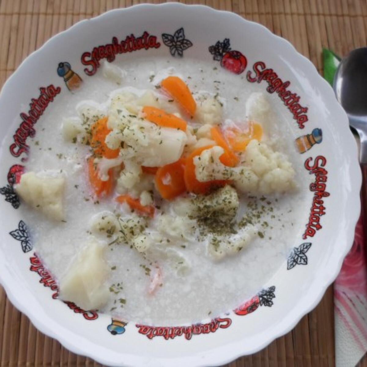 Ezen a képen: Zöldséges-fűszeres karfiolleves