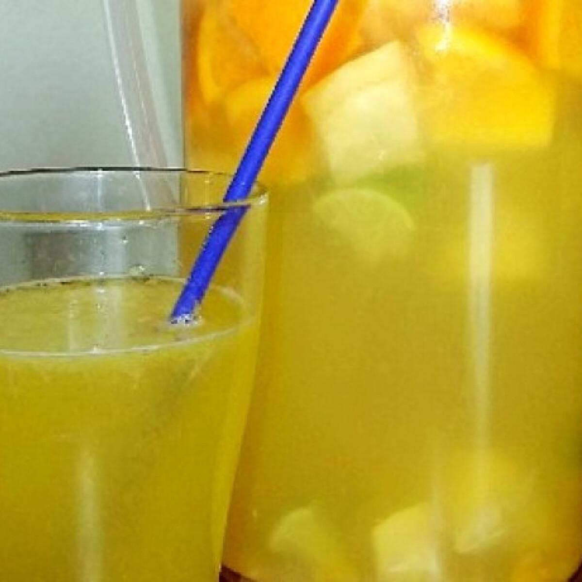 Friss vegyes limonádé mézzel