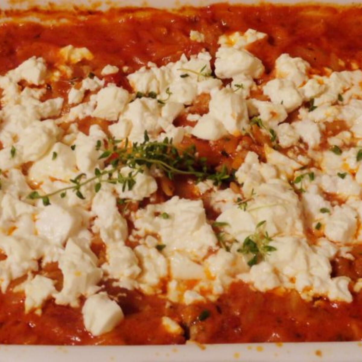 Ezen a képen: Görög darált húsos tészta fetával