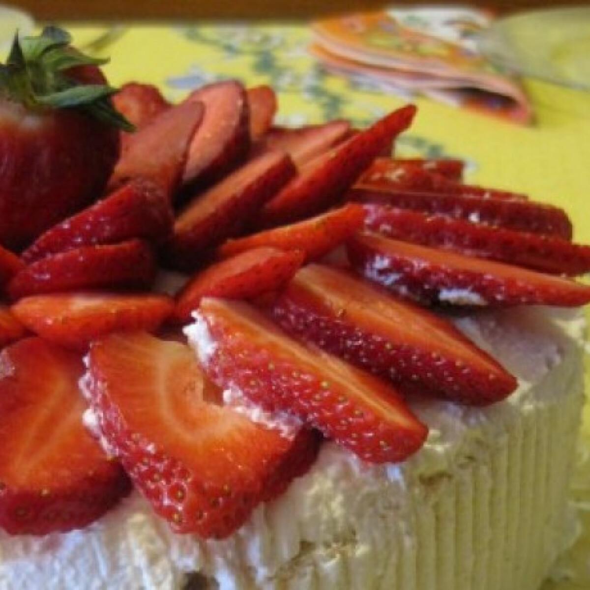 Csavart epres-túrós torta