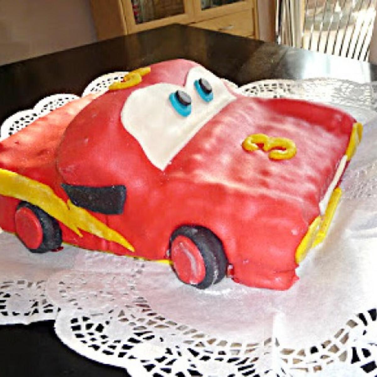Ezen a képen: Villám Mcqueen torta