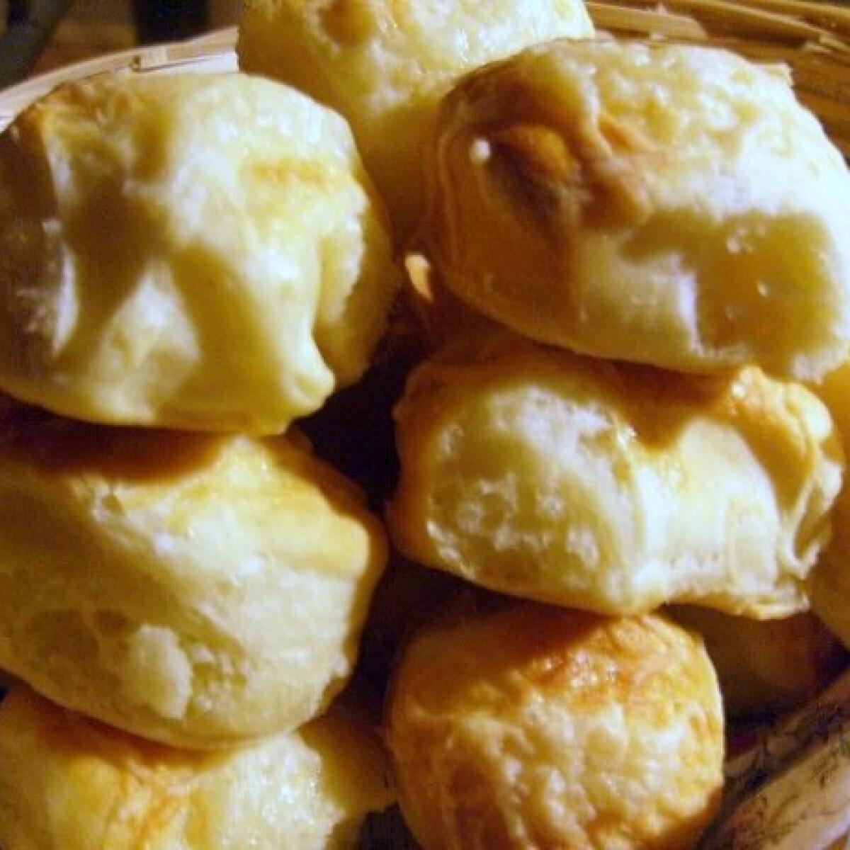 Ezen a képen: Burgonyapelyhes pogácsa Jolán konyhájából