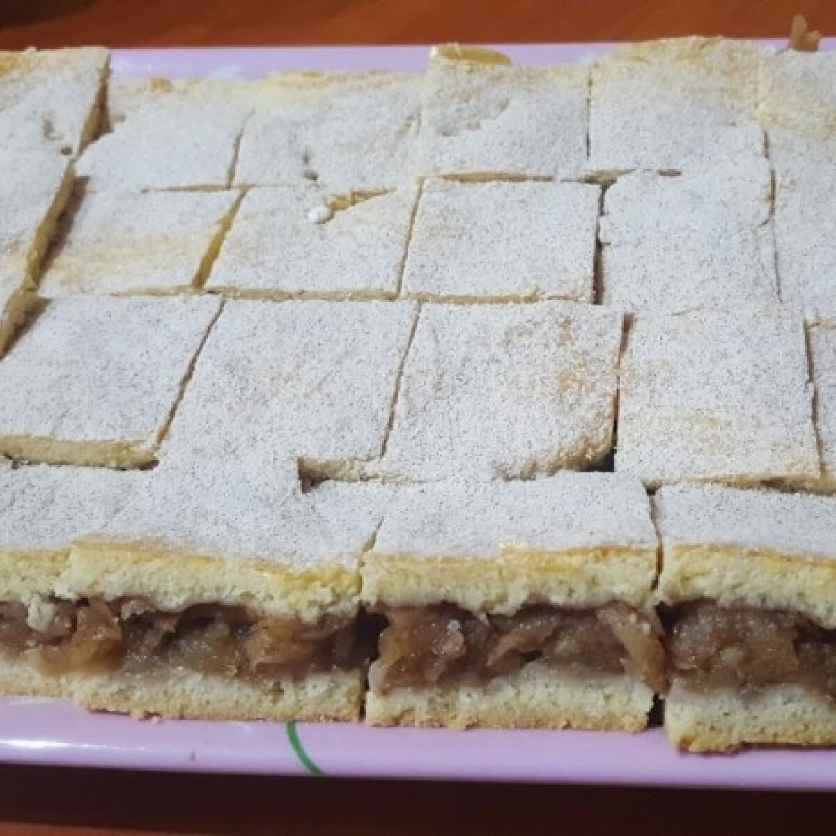 Ezen a képen: Almás pite ahogy Ivánné Gabi készíti