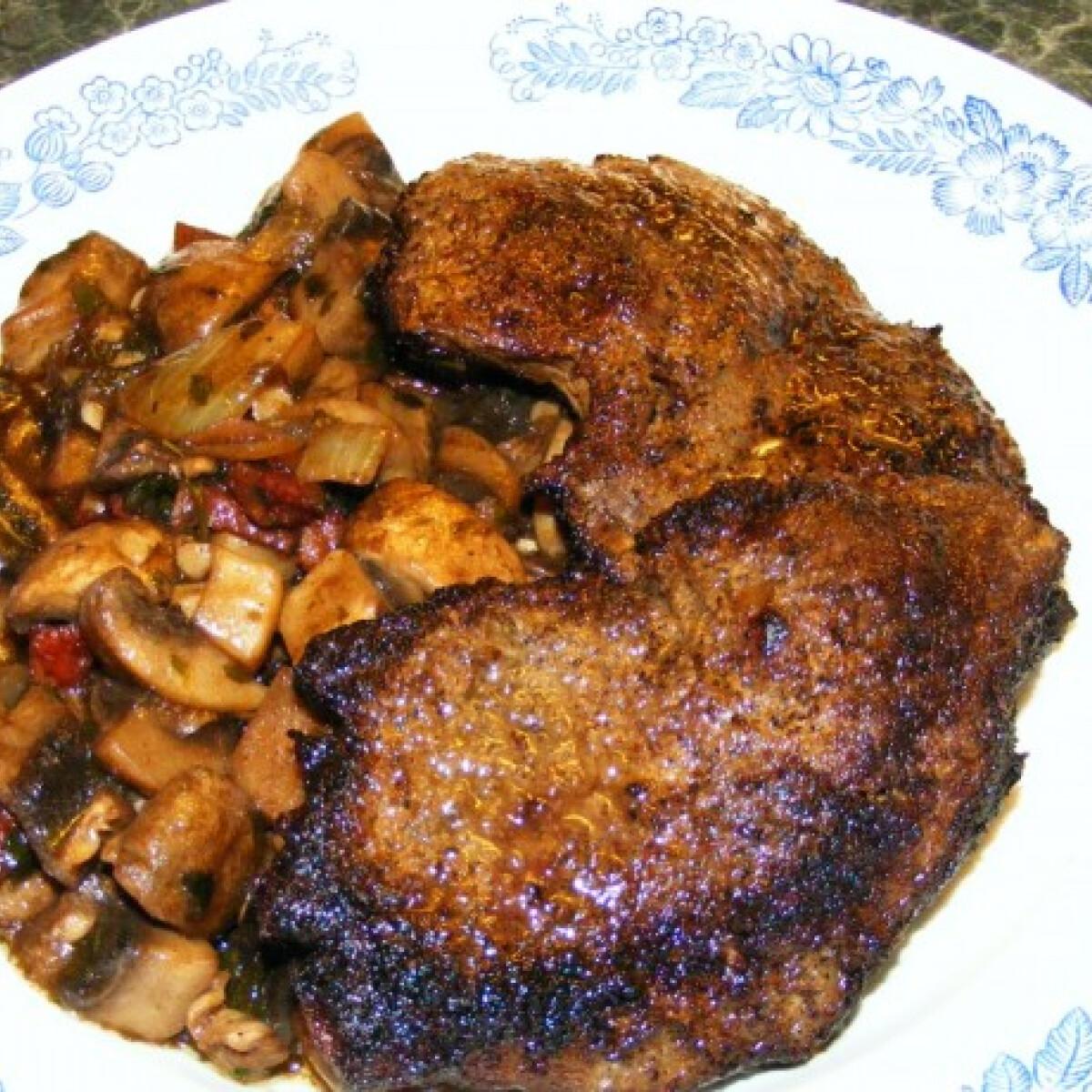 Ezen a képen: Sült marhaszelet vörösboros gombaraguval