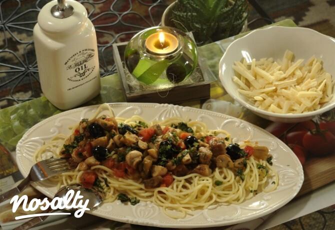 Ezen a képen: Spagetti gombás paradicsomos bazsalikomos szósszal