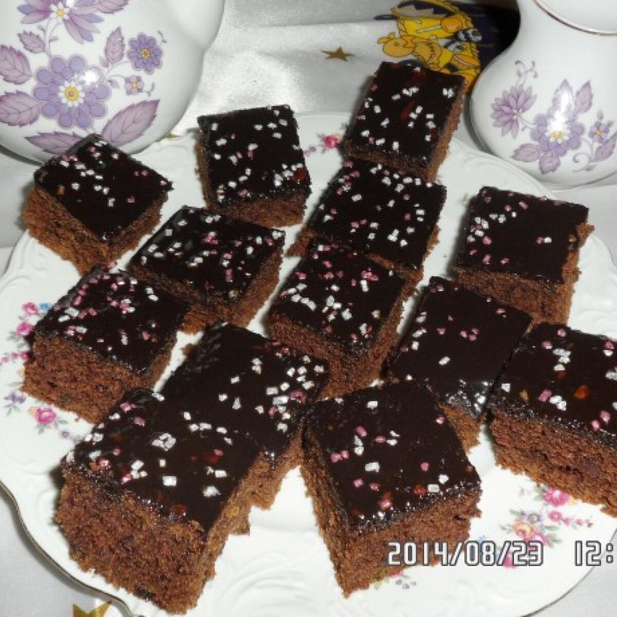 Ezen a képen: Céklás-csokis szelet