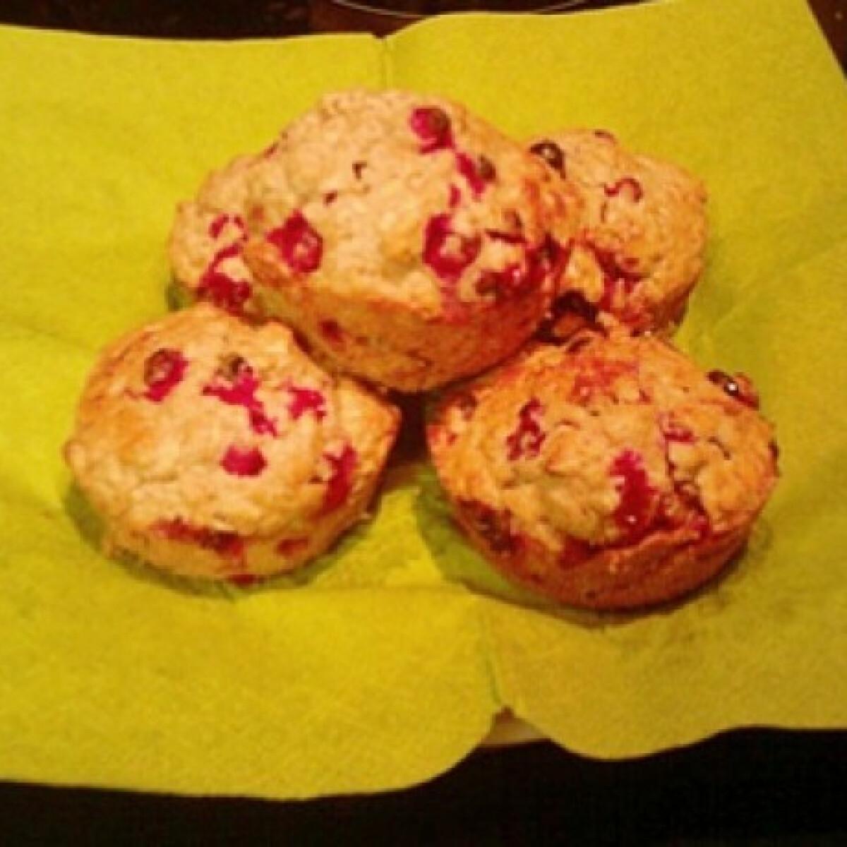 Ezen a képen: Ribizlis-zabpelyhes muffin