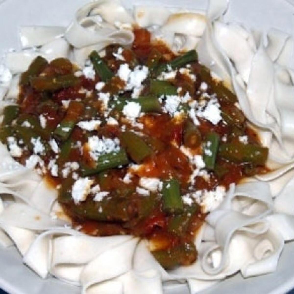 Ezen a képen: Ricottás-zöldbabos-paradicsomos tészta
