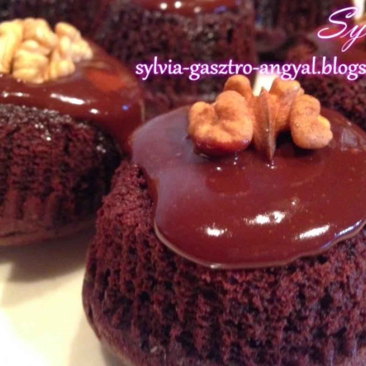 Csokis fordított muffin dióval