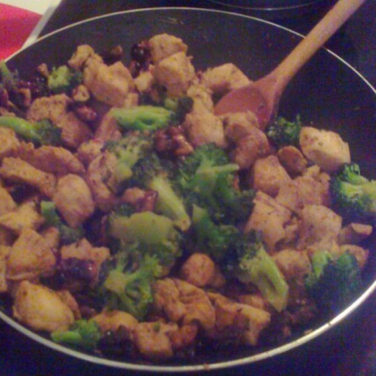 Ezen a képen: Diétás brokkolis csirke