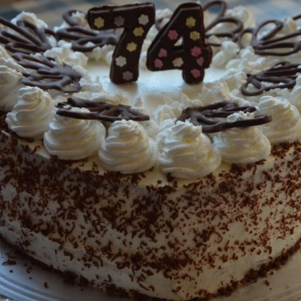 Ezen a képen: Tejfölös-tejszínes torta