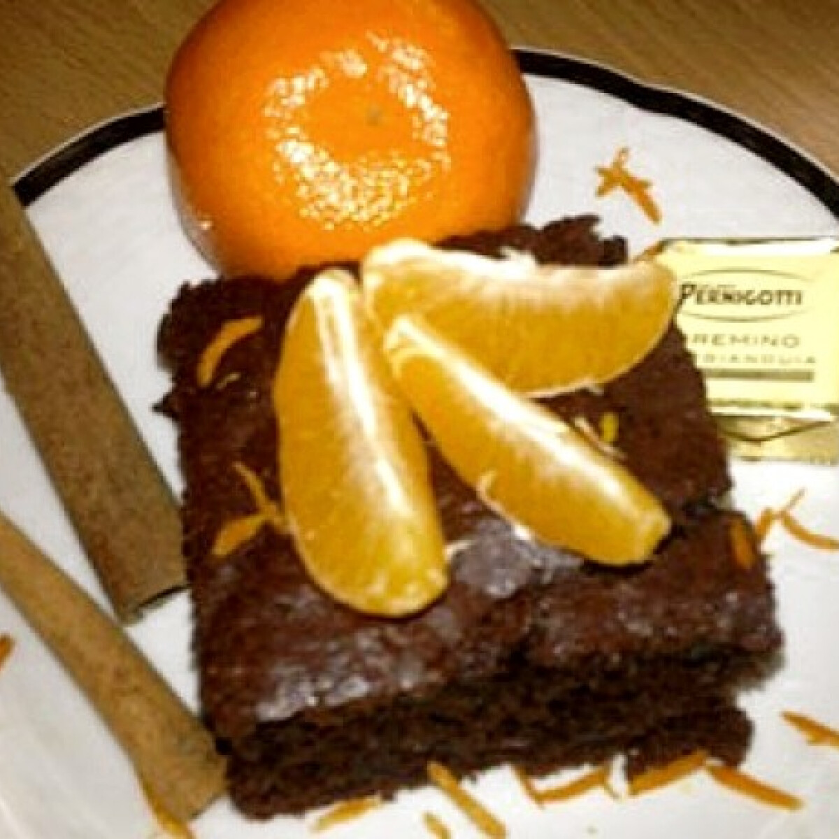 Ezen a képen: Csokoládés-fahéjas sütemény