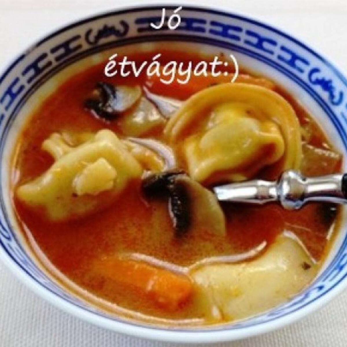 Ezen a képen: Gombaleves tortellinivel