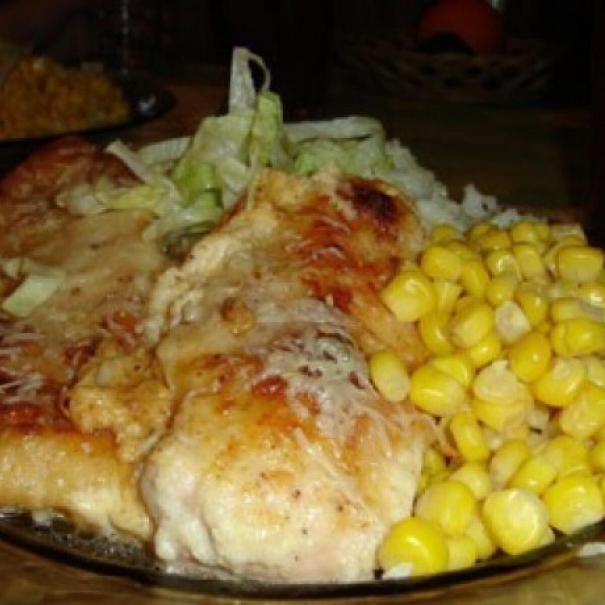 Ezen a képen: Tepsiben sült csirke sajtpanírban