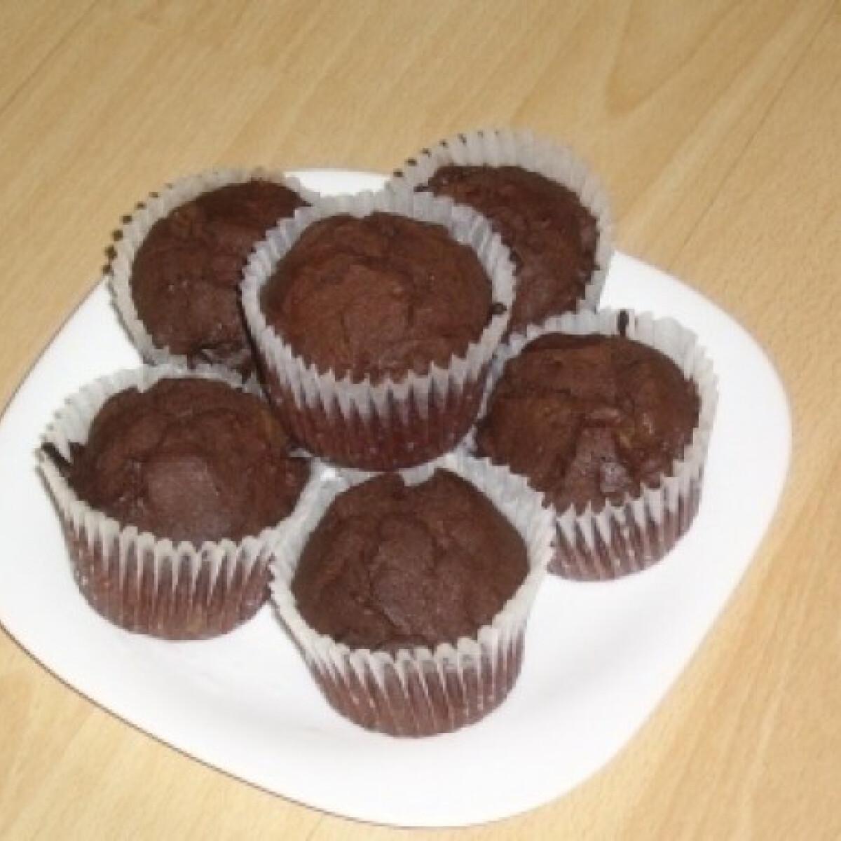Ezen a képen: Hagyományos csokis muffin 2. (rumos-meggyes)
