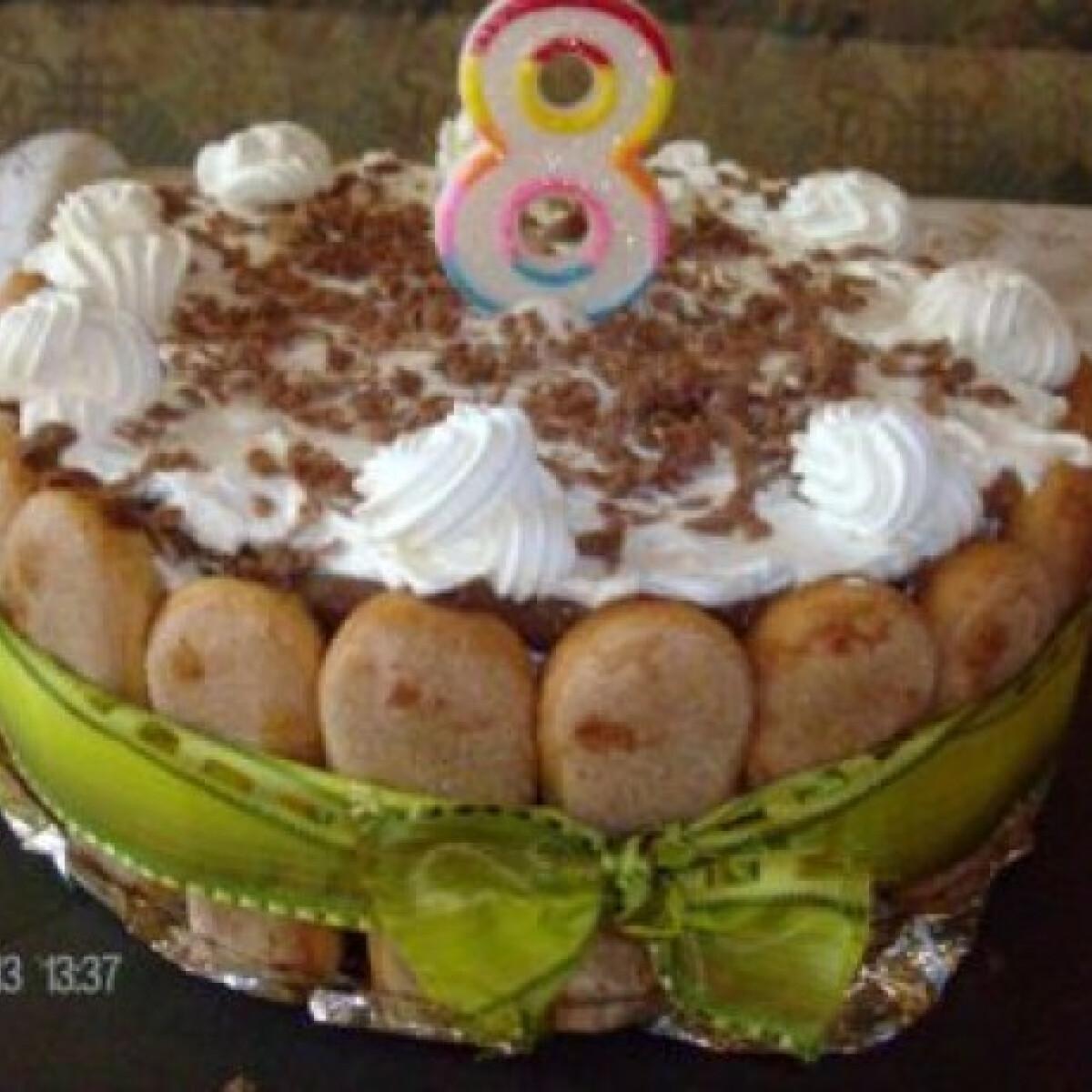 Csokis-kávés-rumos-babapiskótás torta