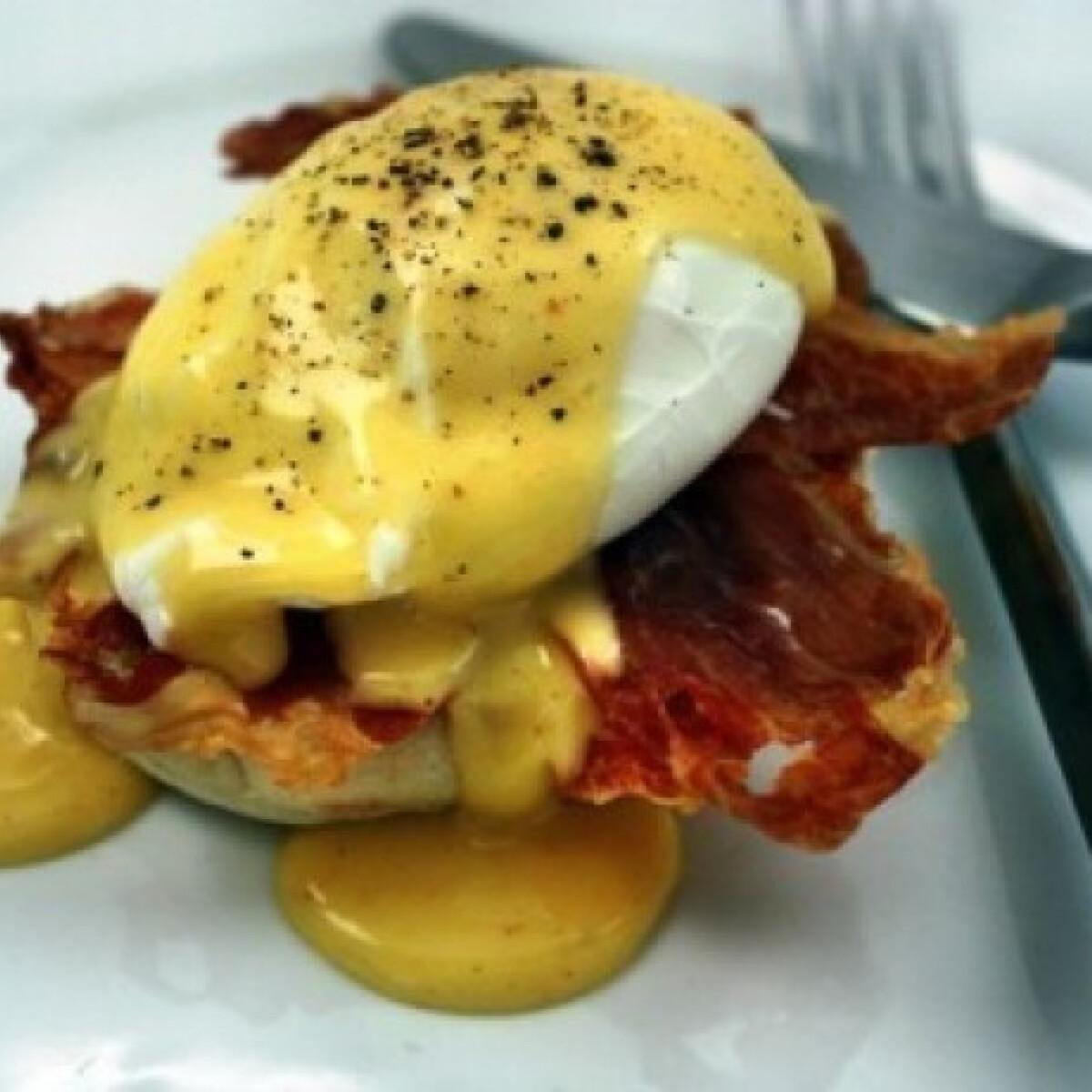 Ezen a képen: Eggs Benedict avagy Benedek tojás