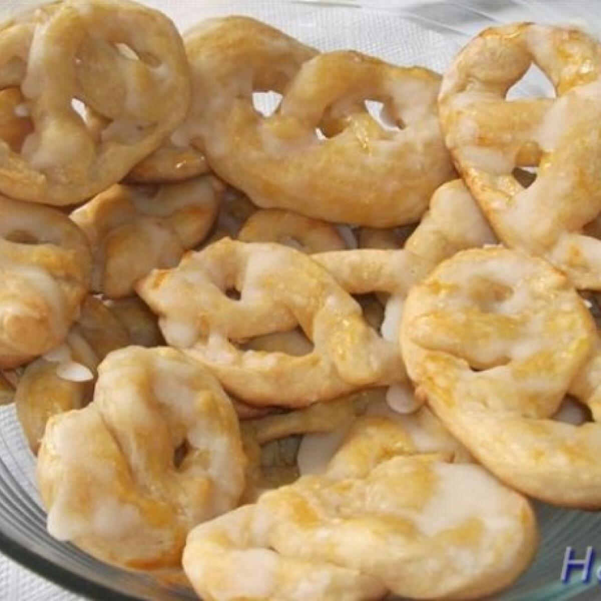 Ezen a képen: Sajtos - sós pereckék