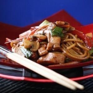 Chow mein - kínai sült tészta csirkével