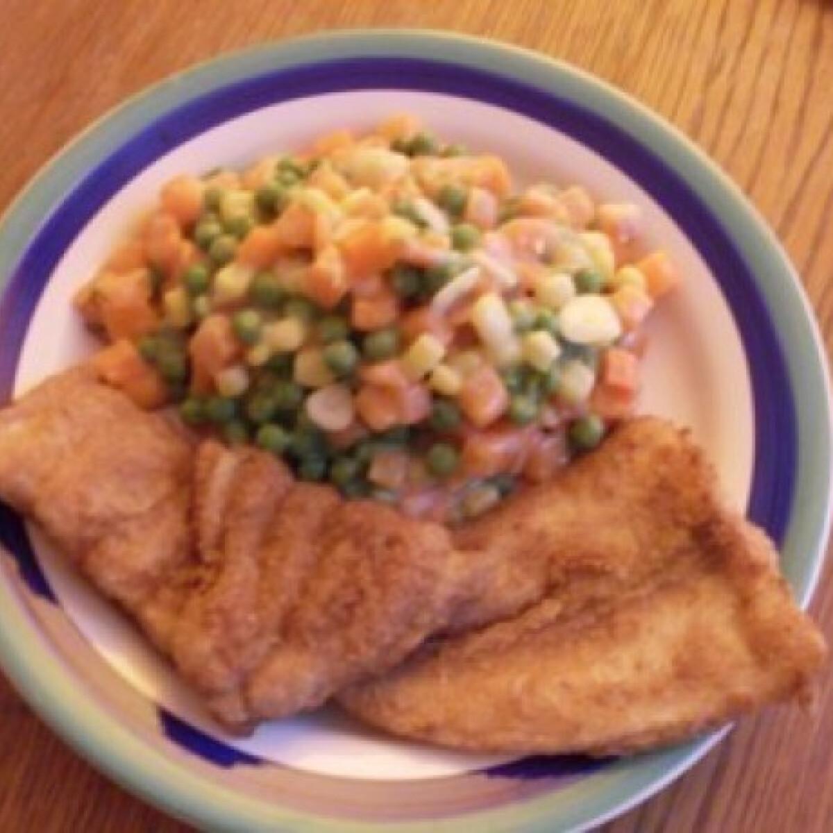 Ezen a képen: Rántott hal tejszínes-kapros zöldségkörettel