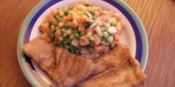 Rántott hal tejszínes-kapros zöldségkörettel