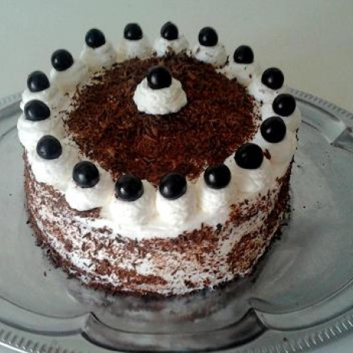 Diétás feketeerdő-torta xilittel