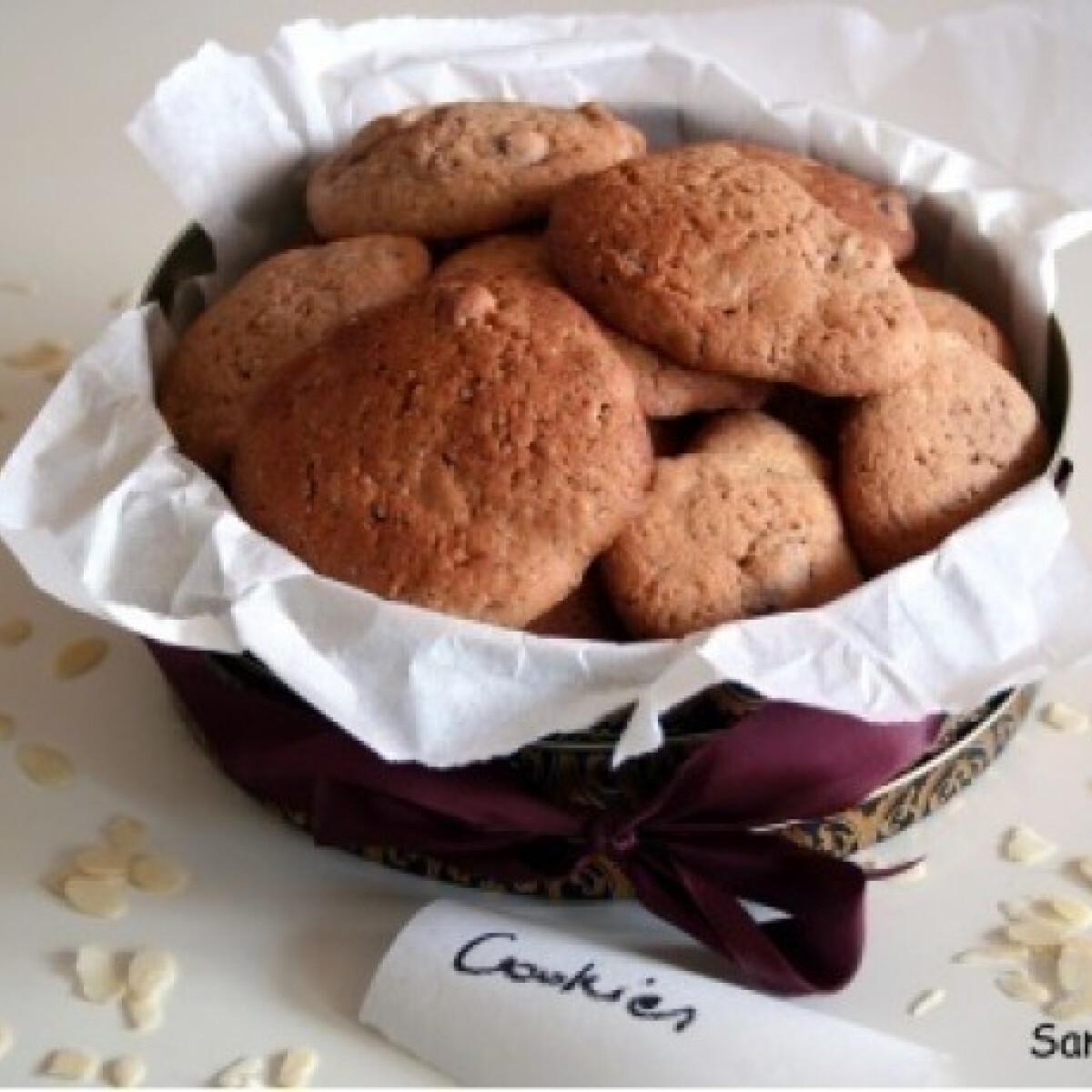 Ezen a képen: Csokis mandulás cookies