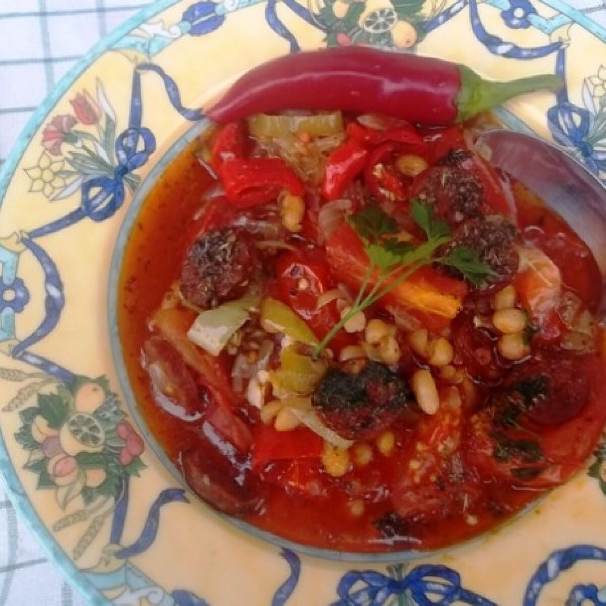 Ezen a képen: Hagymás chilis bab