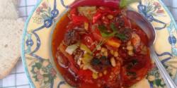 Hagymás chilis bab