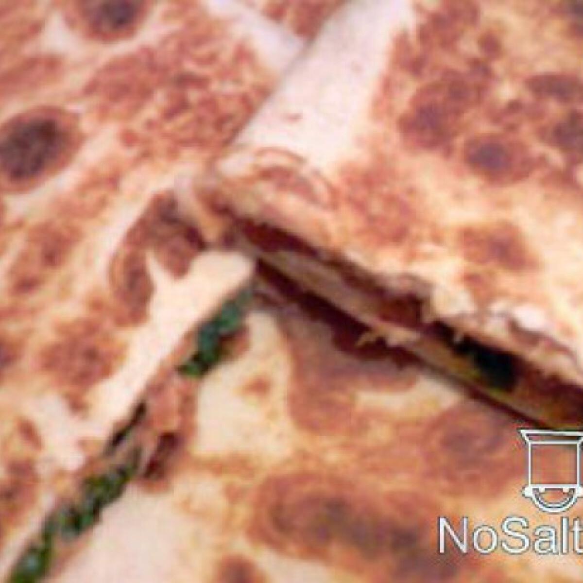 Ezen a képen: Tonhalas-rukkolás-ketchupos quesadilla
