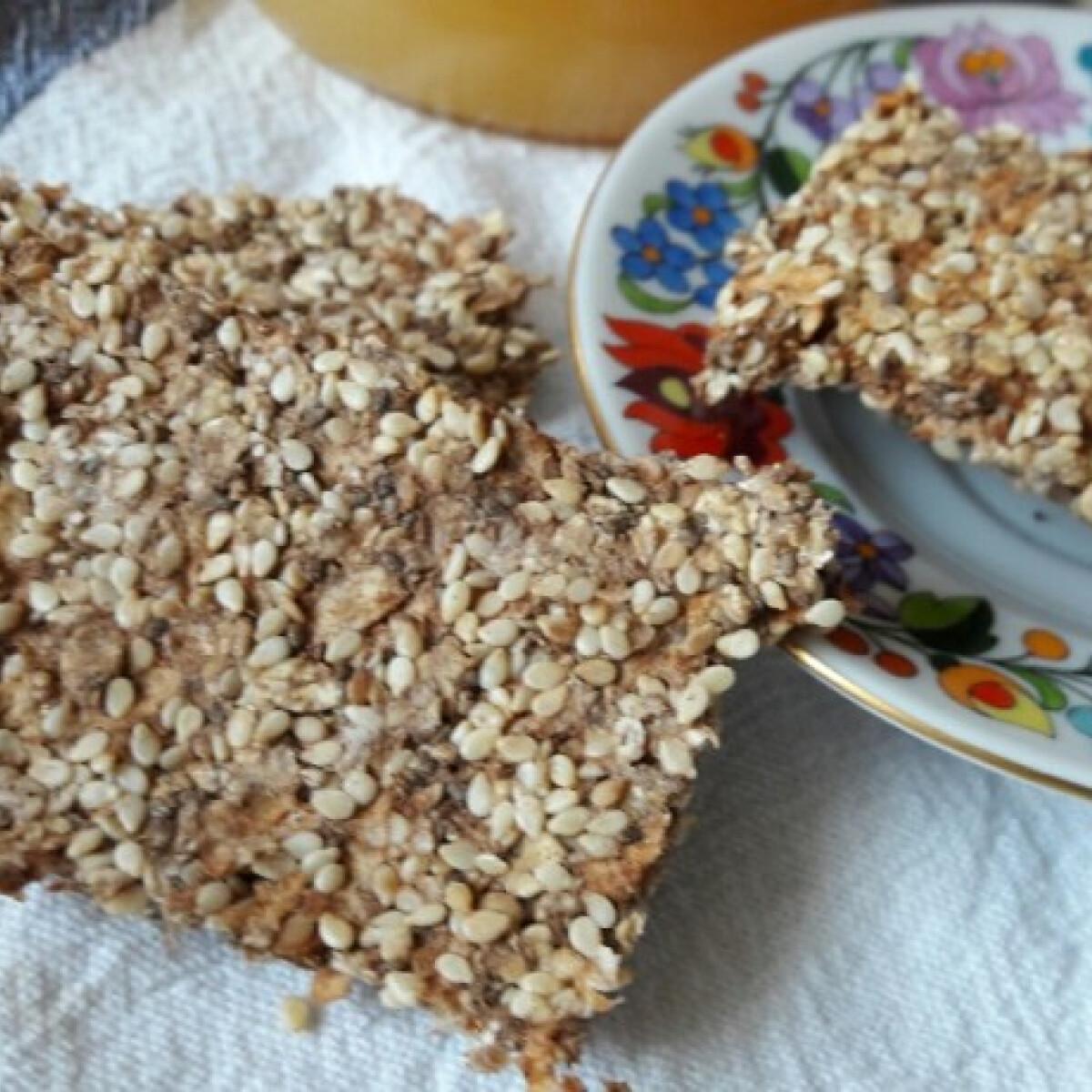 Ezen a képen: Gluténmentes, majdnem nyers, vegán, almás müzliszelet