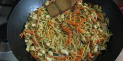 Kínai zöldséges sült tészta Tomeszkától