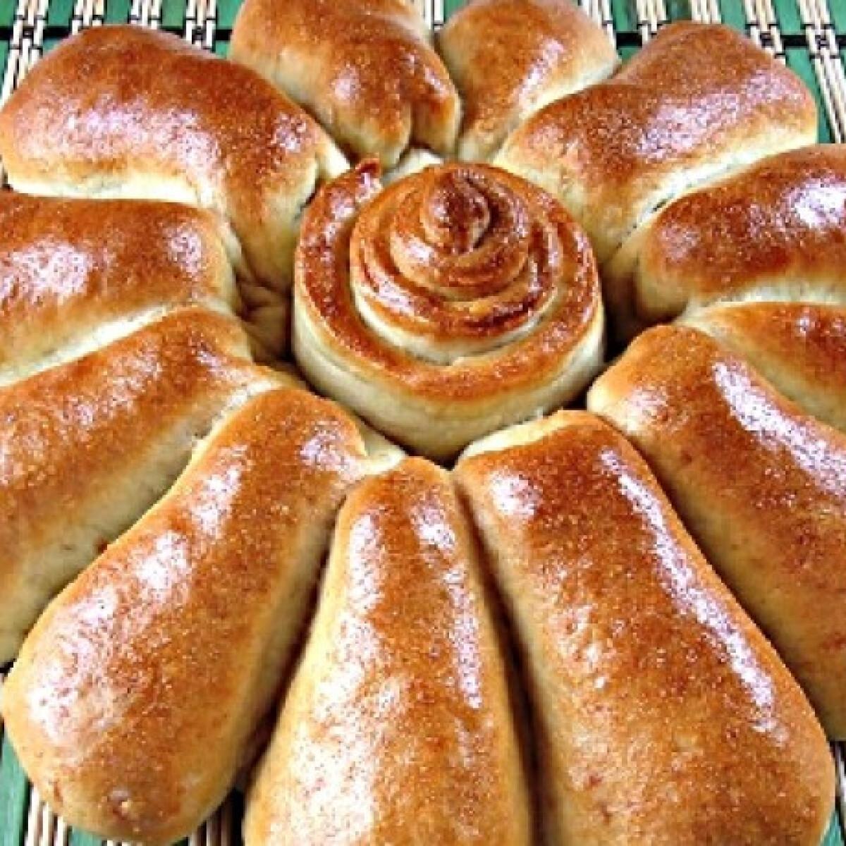 Ezen a képen: Sonkába tekert sajttal töltött buktavirág