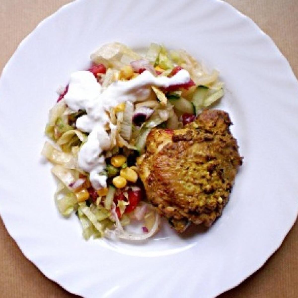 Ezen a képen: Tandoori csirke joghurtos nyári salátával
