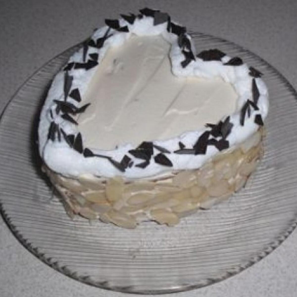 Ezen a képen: Karamelles-tejszínes torta