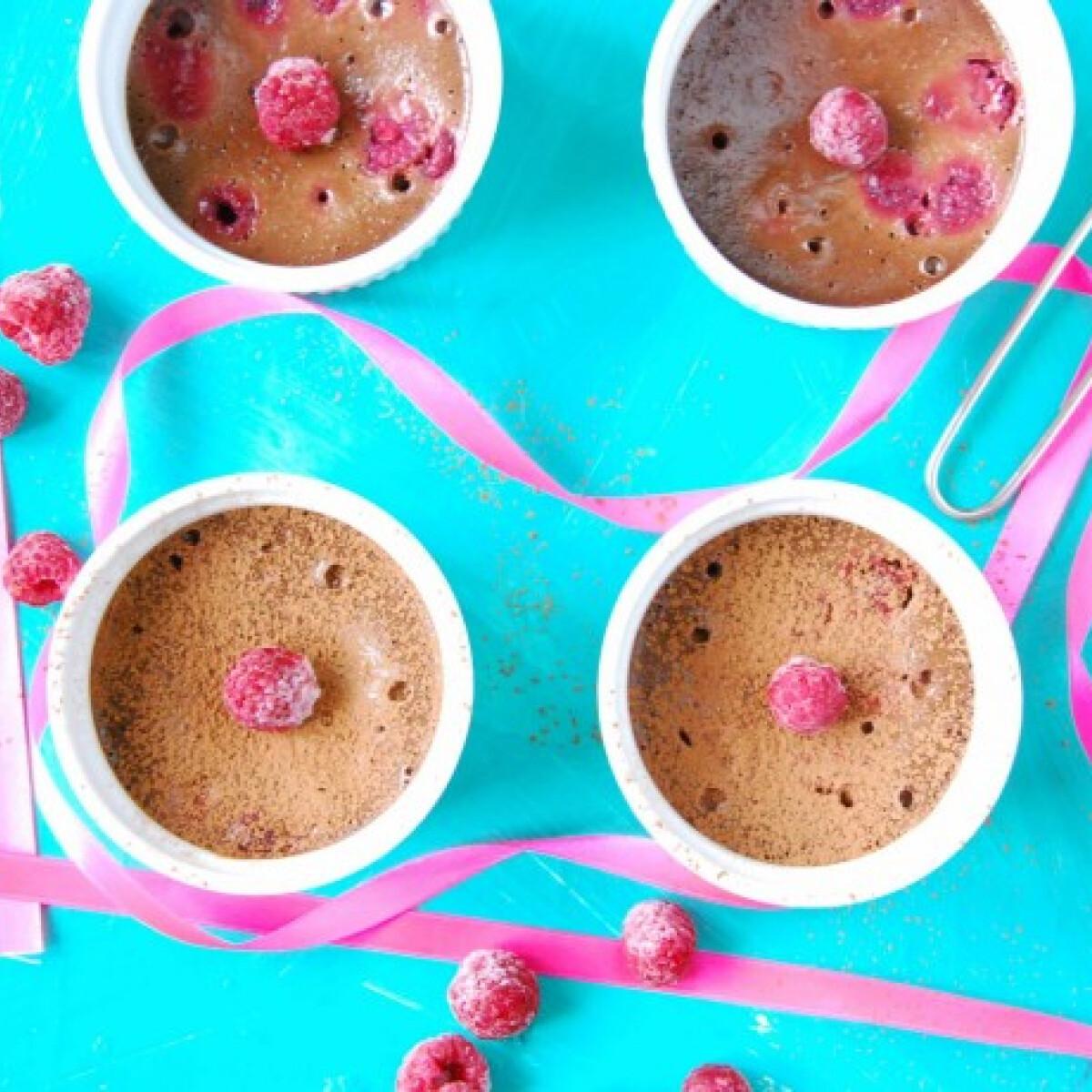 Ezen a képen: Málnás csokoládépuding