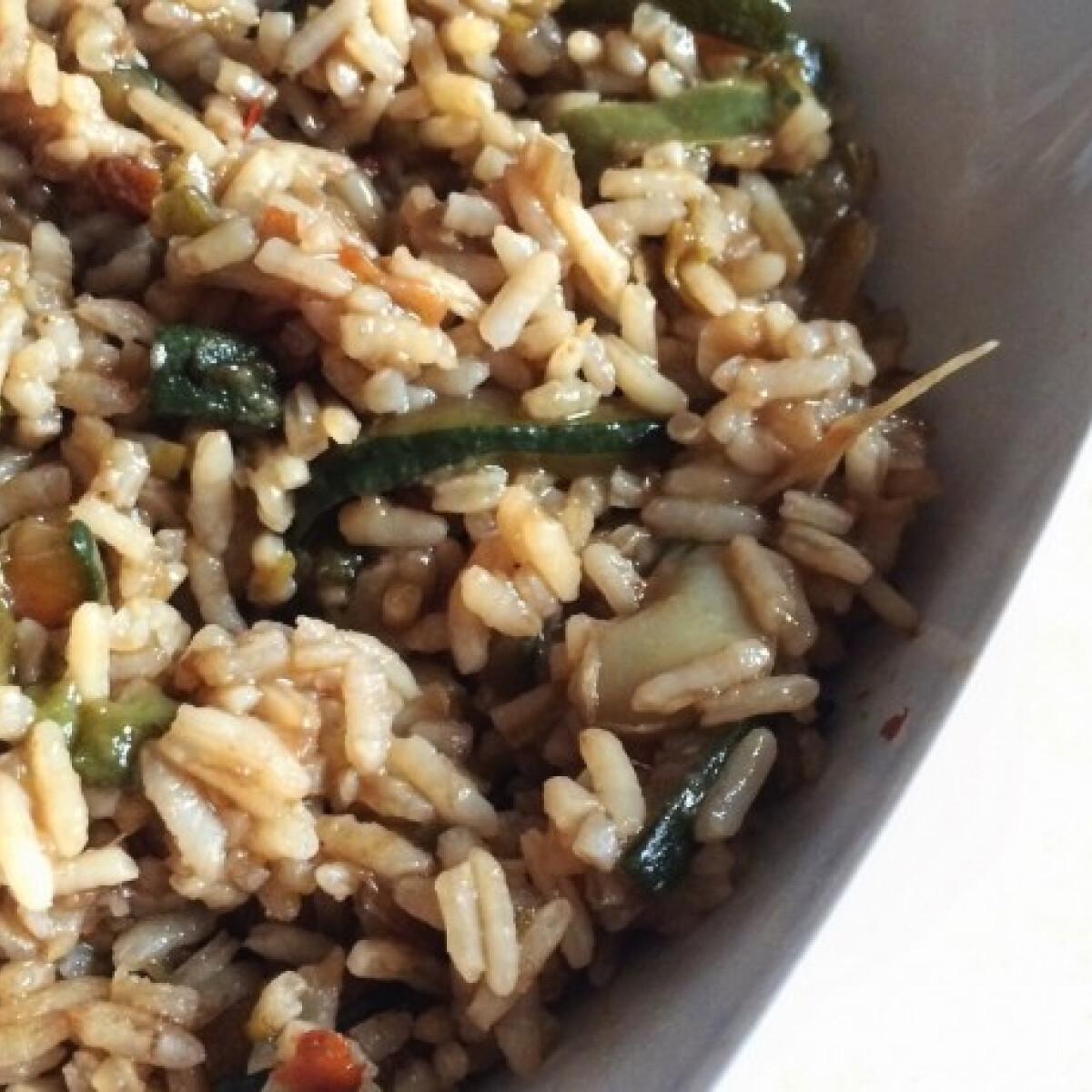 Ezen a képen: Sültzöldséges rizs szójaszósszal
