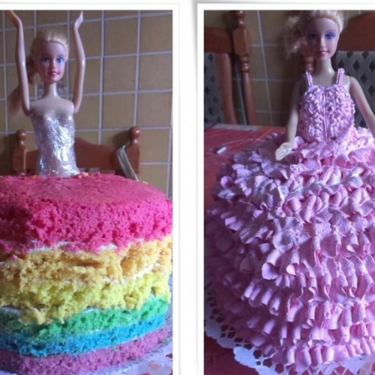 Ezen a képen: Szivárványos Barbie torta