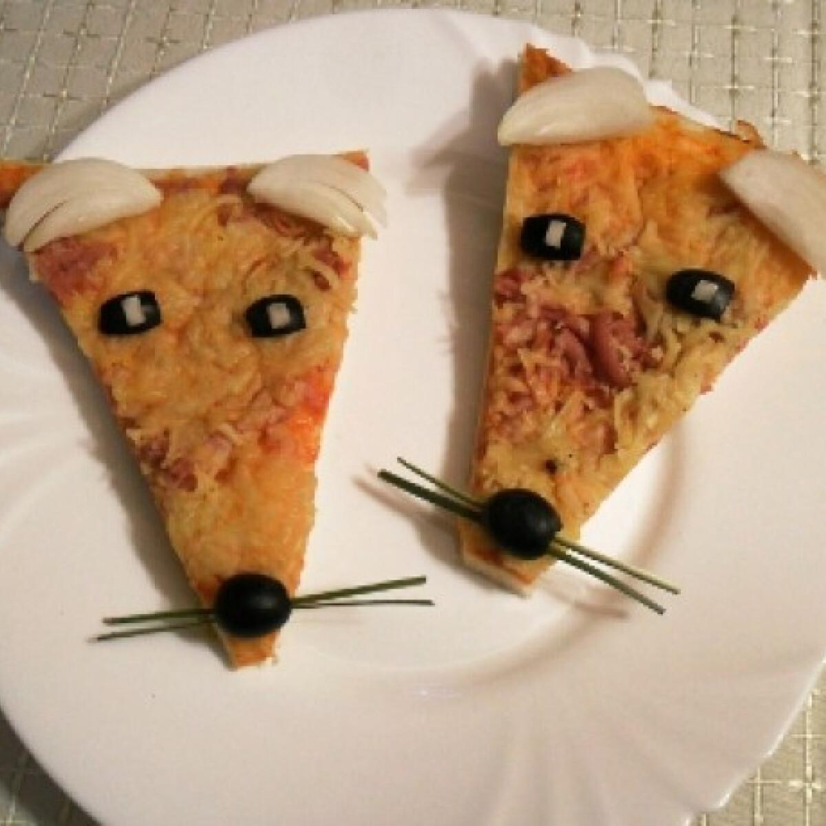 Ezen a képen: Mókás pizzaszeletek