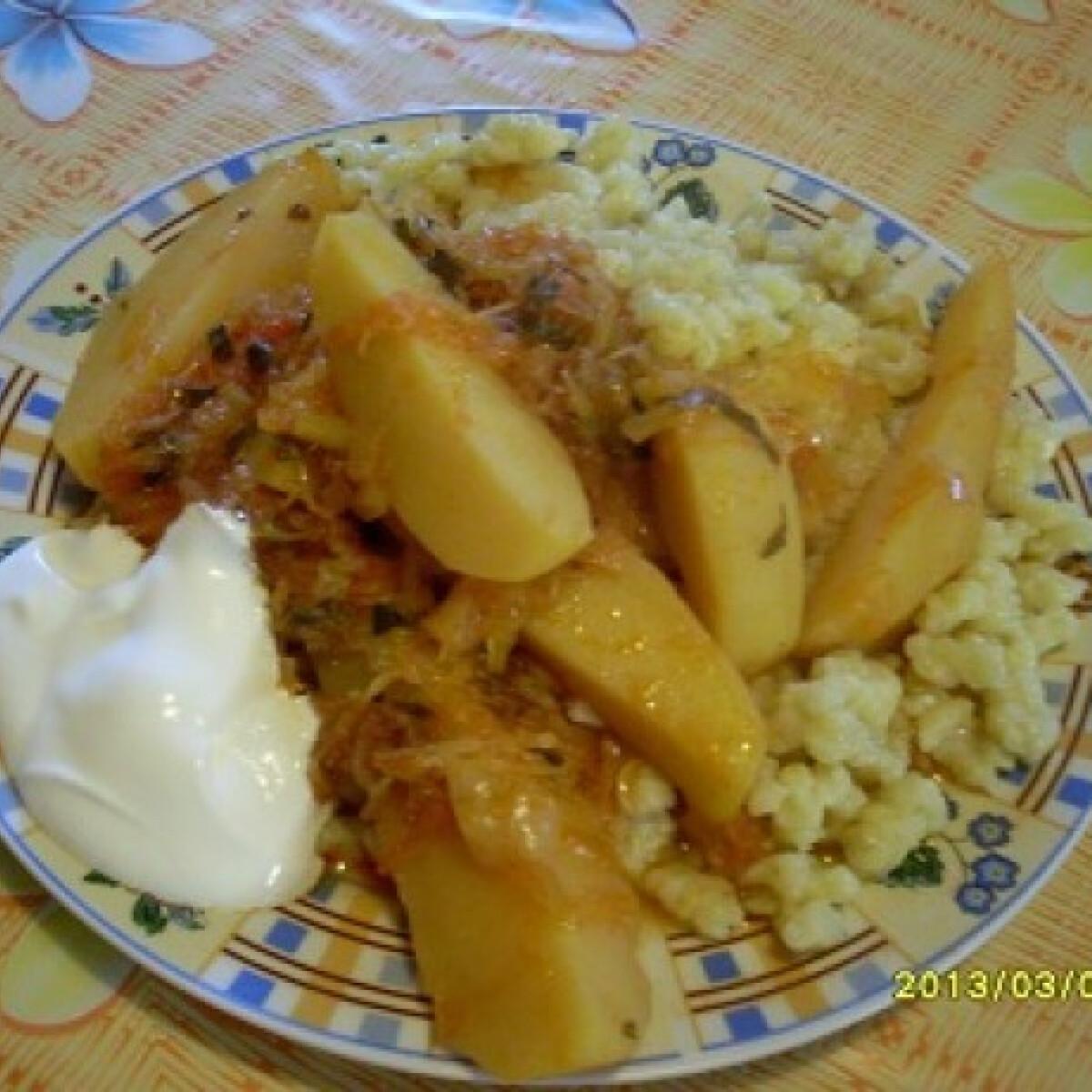 Ezen a képen: Fehérboros káposztás paprikás krumpli