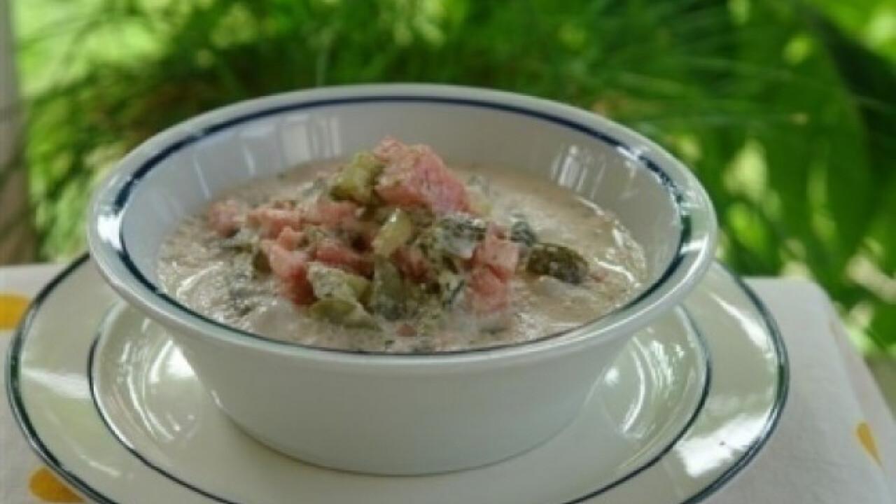 Kovászosuborka leves görögdinnyével