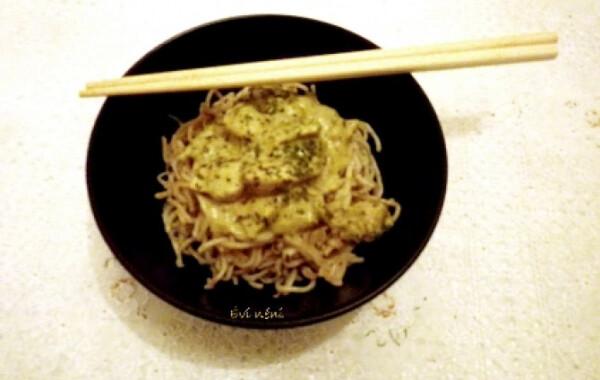 Curry-s csirke sült tésztával