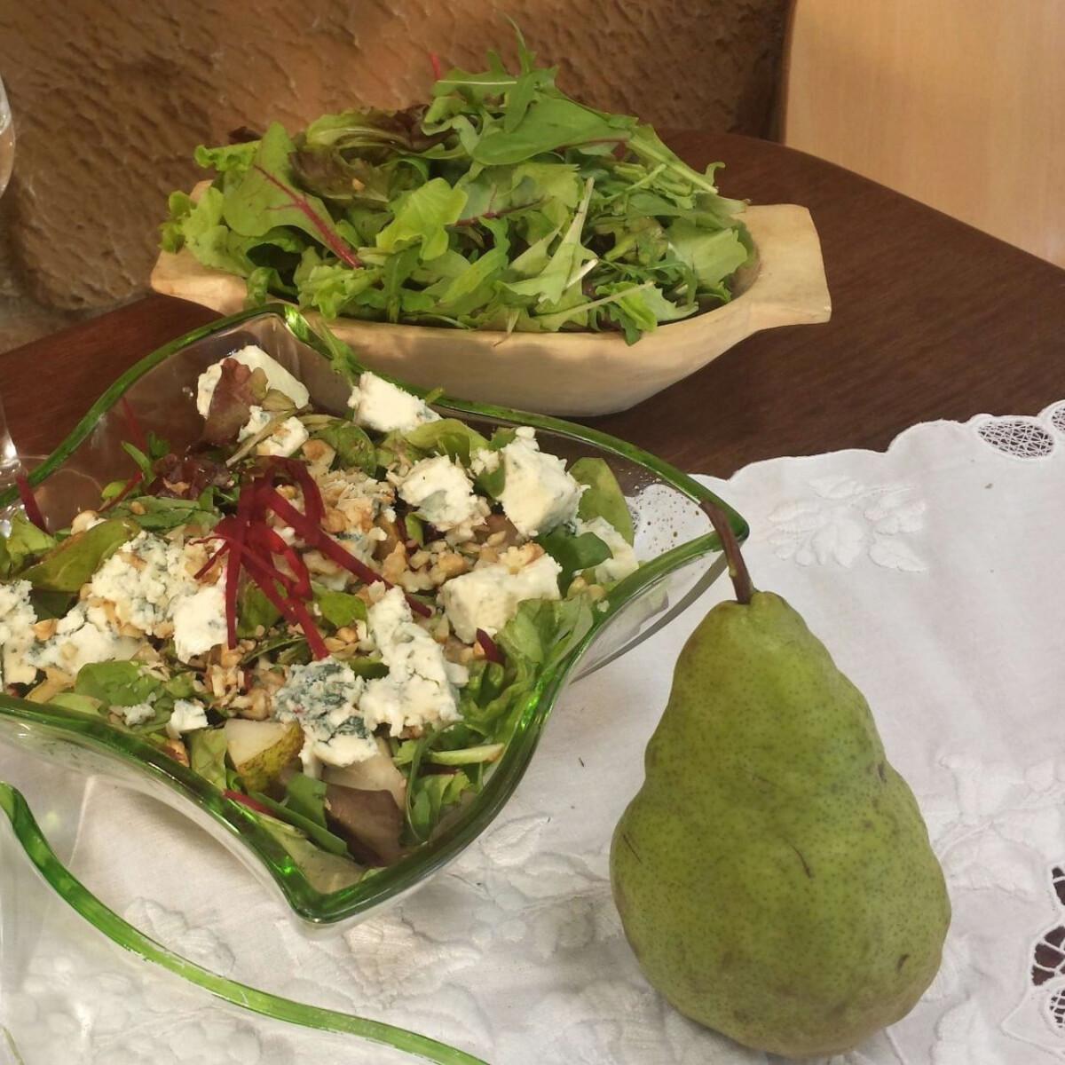 Ezen a képen: Pálinkás-kéksajtos-körtés saláta