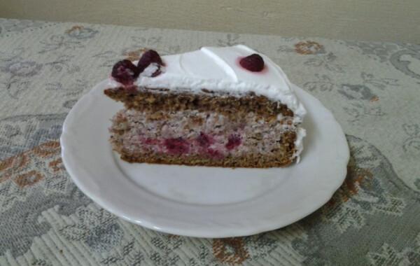 Szentjánoskenyér torta málnával
