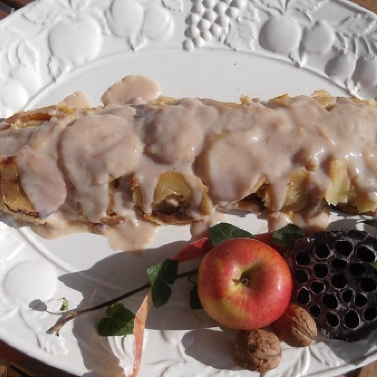 Ezen a képen: Fordított almás-fahéjas-vaníliás