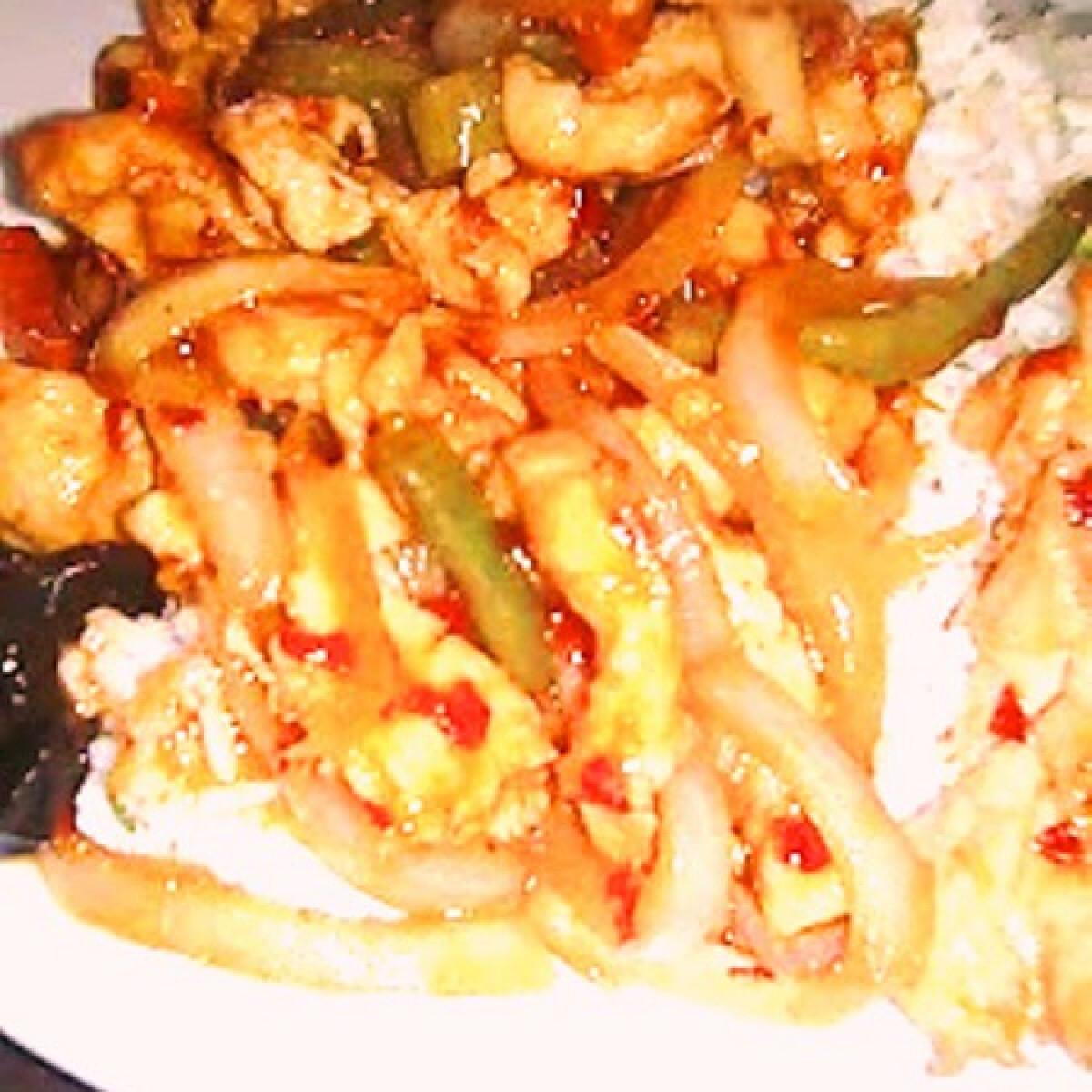 Kínai zöldséges csípős csirke tojásos rizzsel
