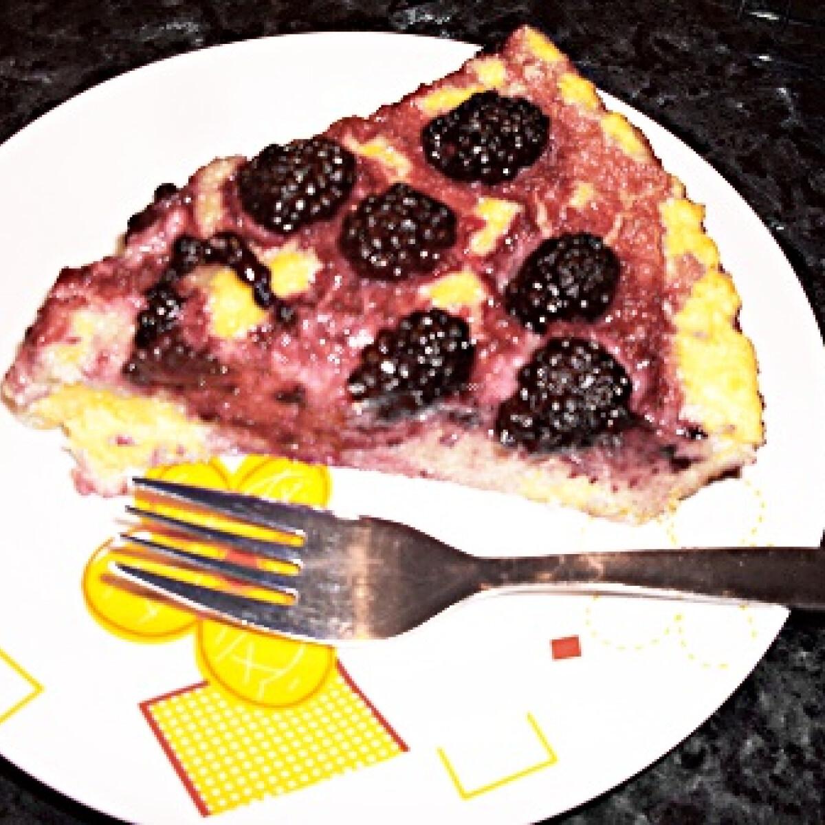 Ezen a képen: Gyümölcsös-darás sütemény