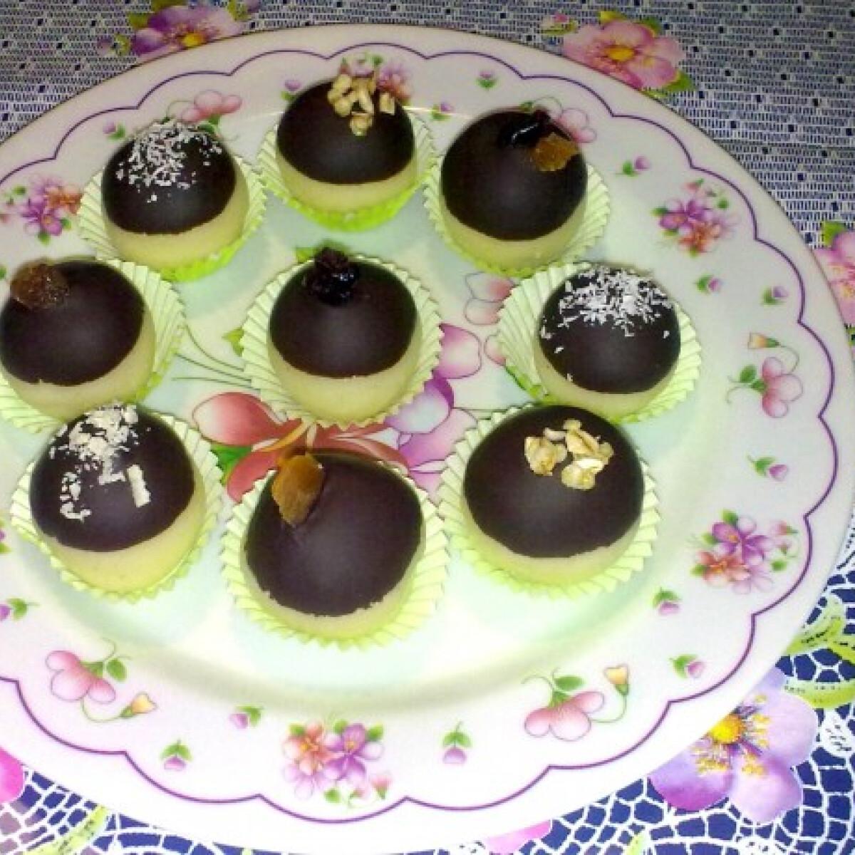Ezen a képen: Hógolyók csokoládé sapkával