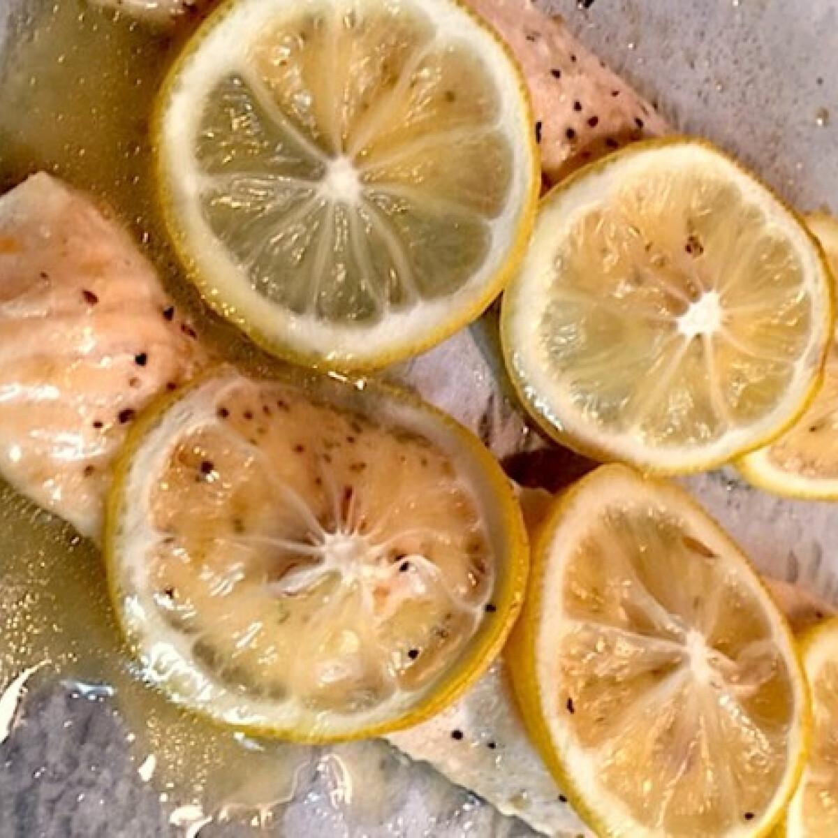 Ezen a képen: Zsebben sült citromos lazac